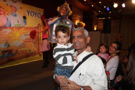 גלרייה - מסיבת חנוכה לילדי הבורסה (דימול) 6.12.2010 תמונה 58 מתוך 63
