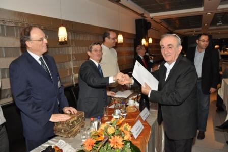 גלרייה - טקס סיום קורס 30 חברים חדשים 14.12.2010 תמונה 33 מתוך 58