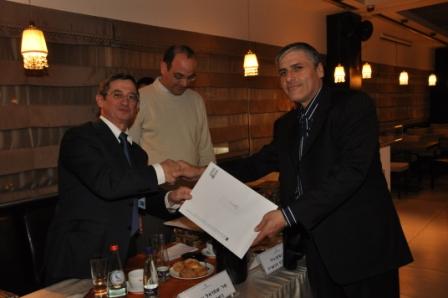 גלרייה - טקס סיום קורס 30 חברים חדשים 14.12.2010 תמונה 39 מתוך 58
