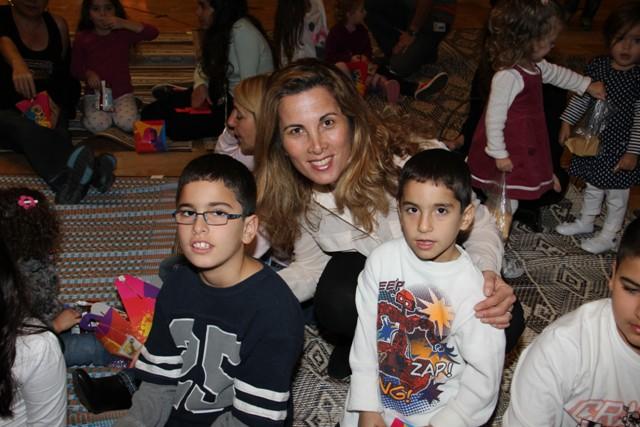 גלרייה - מסיבת חנוכה בורסת היהלומים 22.12.2011 תמונה 33 מתוך 93