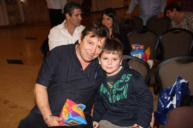 גלרייה - מסיבת חנוכה בורסת היהלומים 22.12.2011 תמונה 36 מתוך 93