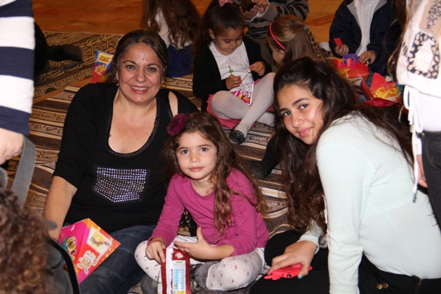 גלרייה - מסיבת חנוכה בורסת היהלומים 22.12.2011 תמונה 42 מתוך 93