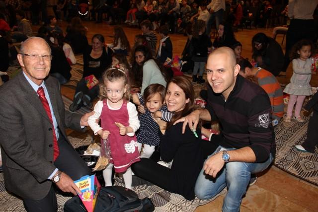 גלרייה - מסיבת חנוכה בורסת היהלומים 22.12.2011 תמונה 43 מתוך 93