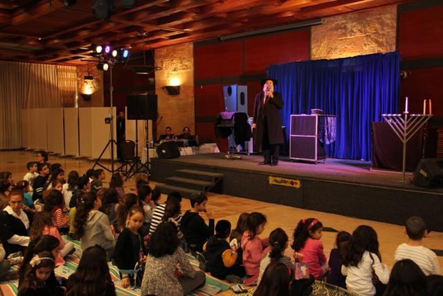 גלרייה - מסיבת חנוכה בורסת היהלומים 22.12.2011 תמונה 51 מתוך 93