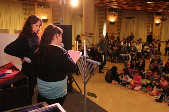 גלרייה - מסיבת חנוכה בורסת היהלומים 22.12.2011 תמונה 61 מתוך 93