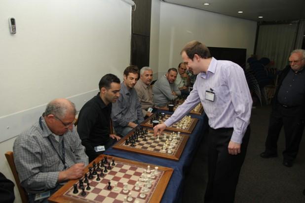 גלרייה - טורניר השחמט 24-26.12.2012 תמונה 13 מתוך 22