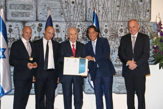 """קבוצת אנדרה מסיקה בע""""מ, מקבלת את אות היצואן המצטיין לשנת 2012"""