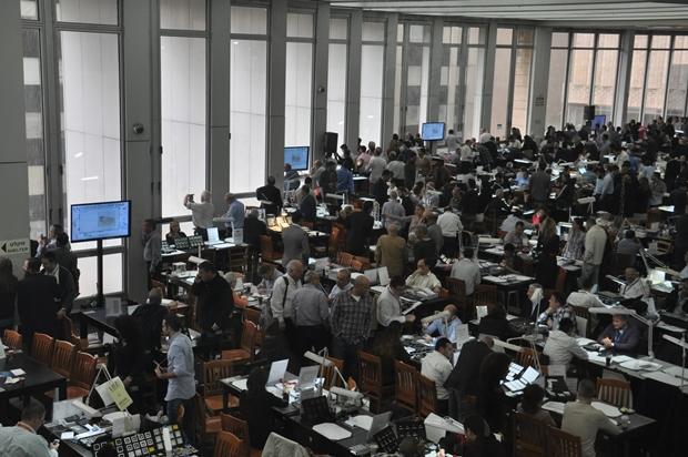 היום הרביעי מסחר פתוח באולם והרצאתו של לייביש פולנאור 11.2.2015