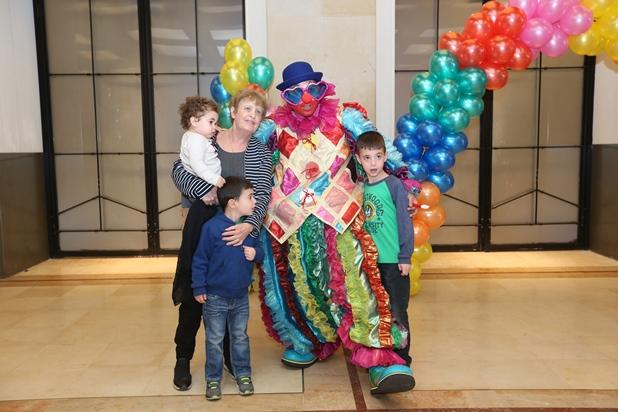 גלרייה - מסיבת חנוכה לילדי הבורסה 15.12.2017 תמונה 7 מתוך 37