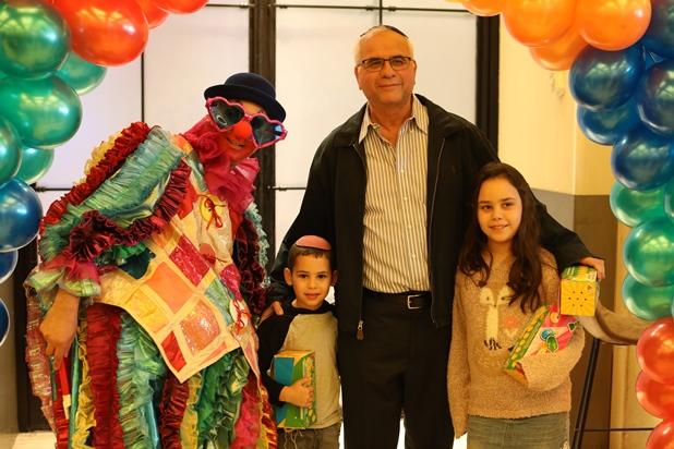 גלרייה - מסיבת חנוכה לילדי הבורסה 15.12.2017 תמונה 29 מתוך 37