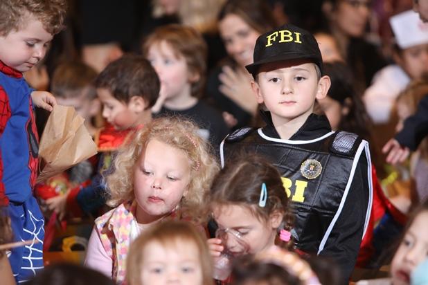גלרייה - מסיבת פורים לילדי הבורסה 2.3.2018 תמונה 19 מתוך 26