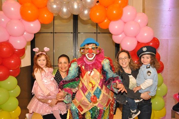 גלרייה - מסיבת פורים לילדי הבורסה 22.3.2019 תמונה 55 מתוך 114